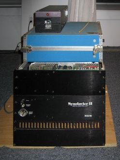 NED_Synclavier_II_&_floppy_disc_drive_(front)